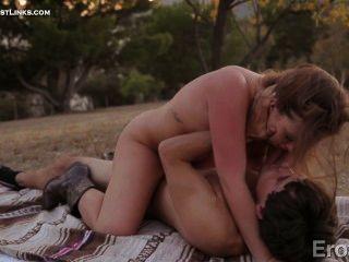 매디와 타일러는 피크닉을하면서 열렬한 사랑을 나눕니다 ....