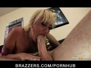 섹시한 금발의 아내 인 알라나 에반스가 그녀의 바람을 피우는 남편에게 복수를합니다.