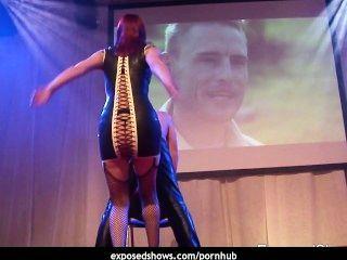 섹스 쇼에서 그녀의 노예를 처벌하는 야생 도미노