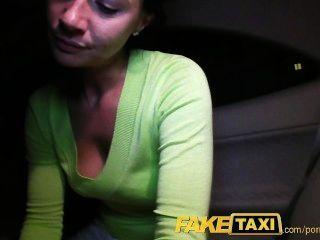 faketaxi 엔자는 그녀의 전남편에게 줄 카메라에 나를 엿 먹어.