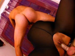 나일론 한 통에 뚱뚱한 프랑스 창녀가 두 자지로 좆된다.
