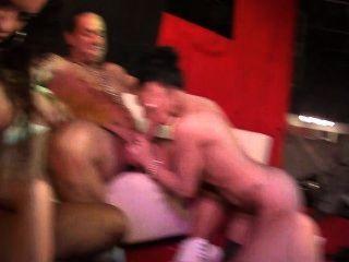 jordanne kali와 penelope 호랑이는이 공중 fuckfest에서 열심히 정액을 보낸다.