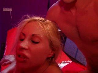 프랑스 화가는 뜨거운 스페인 창녀와 섹스를한다.