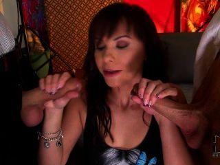 alysa 라이드 수탉 카우걸 스타일과 그녀의 엉덩이에 걸립니다