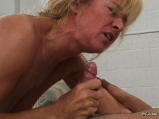 섹시한 엄마 얼굴을 가져옵니다.