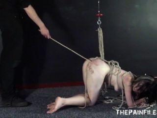 하드 코어 노예 섹스 및 엿 같은 노예의 제출 묶여 사용