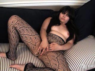 아시아 hermine 그녀의 털이 음부를 toying