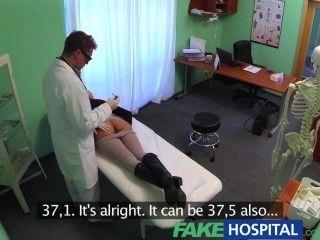가짜 병원 성적 치료 화려한 가슴 환자가 고통의 신음