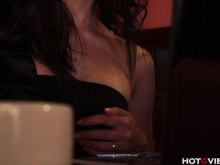 카페에서 아시아의 비명 소리