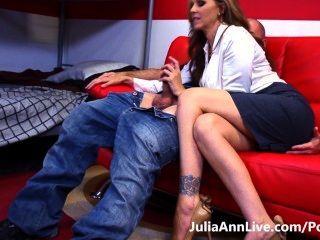 뜨거운 가정 교사!busty milf julia ann은 열심히 공부하게합니다!