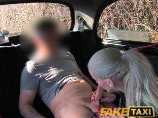 faketaxi 포쉬 금발 섹스는 그녀의 오줌 누는 비디오를 삭제할 수있다