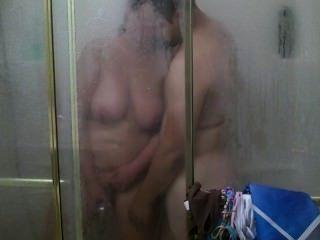 정기적 인 샤워가 하드 코어 빌어 먹을과 cumshot로 변합니다 :)