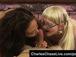 흥분한 유부녀 찰리 체이스는 괴상한 십대가 빨아 수탉을하게!