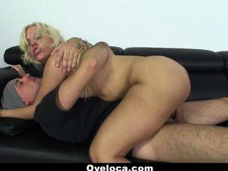 oyeloca busty latina blondie fesser가 그녀의 팬들을 섹스합니다.
