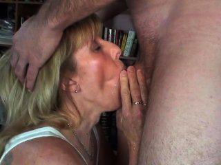 새로운 녀석이 내 입 속에, 그리고 온통 내 입 냄새가 난다.
