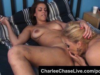 busty florida milf charlee chase는 라티 나 가슴을 좋아합니다.