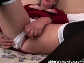 영국 할머니는 엉덩이까지 딜도를 사랑해.