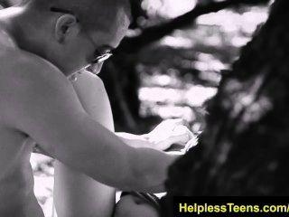 helplessteens.com 소피아 토레스 deepthroat blowjob과 거친 야외 섹스