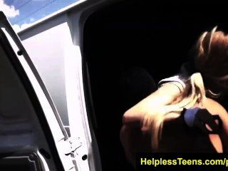 helplessteens 릴리 딕슨은 거친 섹스와 야외 bdsm 걸립니다