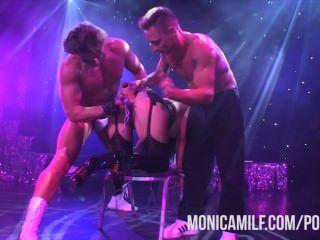 노르웨이 monicamilf는 sexhibition에서 무대에 삽니다.