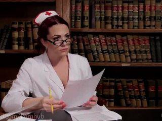섹스 간호사의 음부가 지배적이된다.