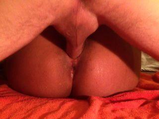 큰 엉덩이 latina는 큰 흰색 거시기 온통 squirts