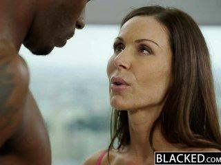검게 휘트니스 베이비 켄드라 정욕 거대한 검은 수탉 사랑한다.