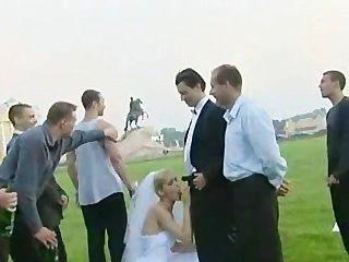 신부가 한 명 이상의 녀석이 옥외에서 엿먹 일렀다!