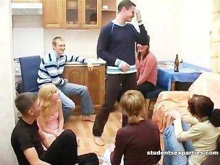 술 취한 학생은 2 명의 급우를한다.