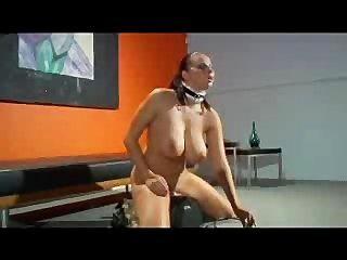 sybian 기계로 재미있는 gianna micheals