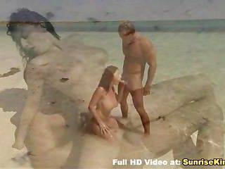 busty 베이비 해변 입으로 섹스와 정액