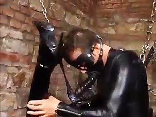삼인조의 가죽 주먹과 씨발