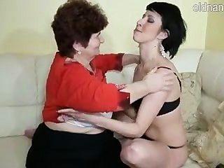 할머니와 어린 소녀
