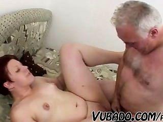 늙은이는 뚱뚱한 여자를 망친 !!