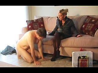 뜨거운 아내가 통제권을 갖는다.