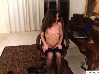 아마추어 엄마는 포르노로 자위한다.