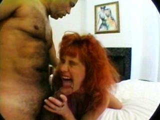삼인조로 큰 가슴을 가진 임신 한 엄마