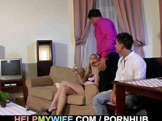 변태 녀석이 자기 아내가 망할 것을 지켜봐.