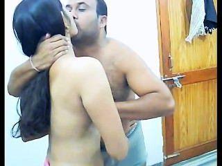 아마추어 인도 부부는 사생활을 지키고있다.