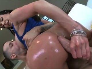 완벽한 엉덩이와 켄드라 정욕의 아가씨