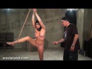 황무지 속박 섹스 영화 flogging nyssa (pt 2)