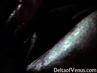 고전적인 가슴이 큰 아시아 소녀 오일 마사지 및 섹스