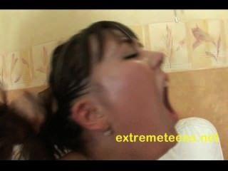 러시아어 십대 그녀의 음부 진공 항문지고 펌핑있다