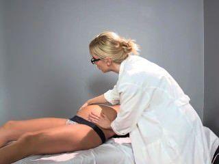 sadie holmes 임신 한 의사가 그녀의 환자가 오르가즘에 도달하는 것을 돕습니다.