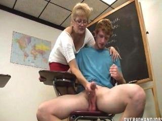 교사는 오르가즘을 부인한다.