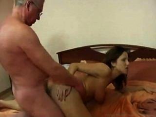 프랑스 딸의 금기 가족과 프랑스에서 온 아빠와의 섹스