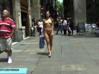 제니의 바르셀로나에서의 공개 누드 촬영