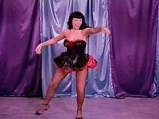 베티 (betty) 페이지가있는 끔찍한 춤