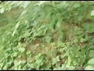 공공 숲에서 현금을 위해 유로 여자 bangin