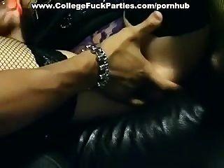 섹스 파티에서 장난 꾸러기 소녀